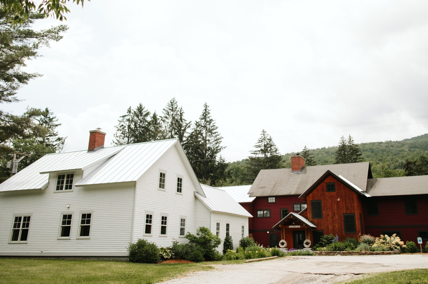 mad-river-barn-waitsfield-vermont-wedding